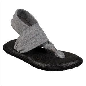 NIB Kids  size 7-8 Sanuk Sling back Sandals